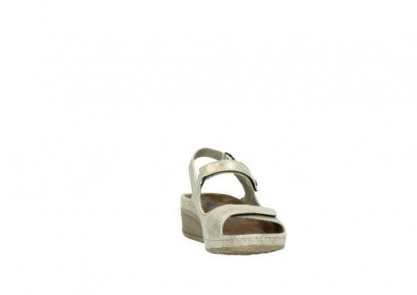 wolky sandalen 0425 shallow 639 beige kaviarprint leder_18