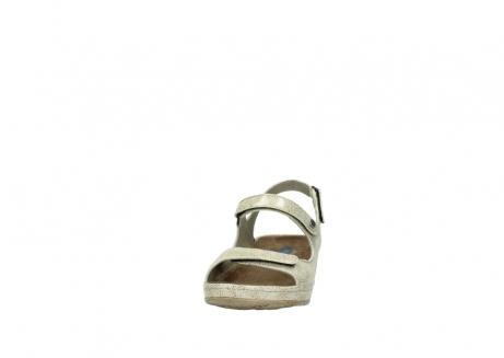 wolky sandalen 0425 shallow 639 beige kaviarprint leder_20
